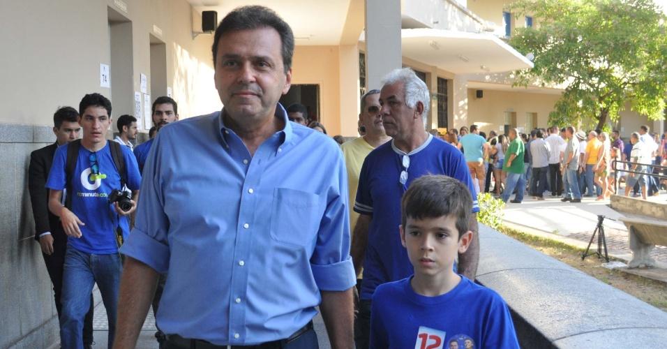 28.out.2018 - Candidato ao governo do Rio Grande do Norte, Carlos Eduardo (PDT) vota no segundo turno das Eleições 2018, na Escola Estadual Atheneu, em Natal