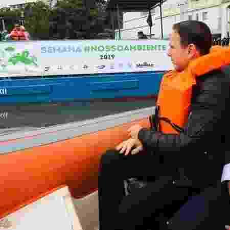 O governador de São Paulo, João Doria, assiste a testes com dois ecobarcos coletores de resíduos no rio Pinheiros - Governo do Estado de São Paulo