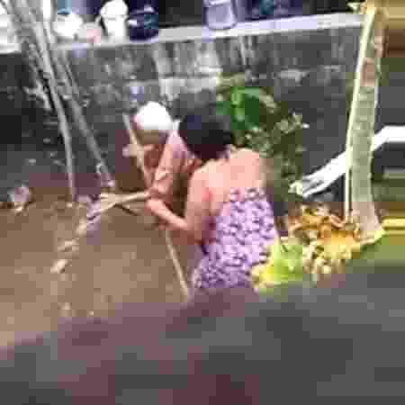 Reprodução de vídeo que mostra mulher agredindo a mãe idosa em Natal - Reprodução