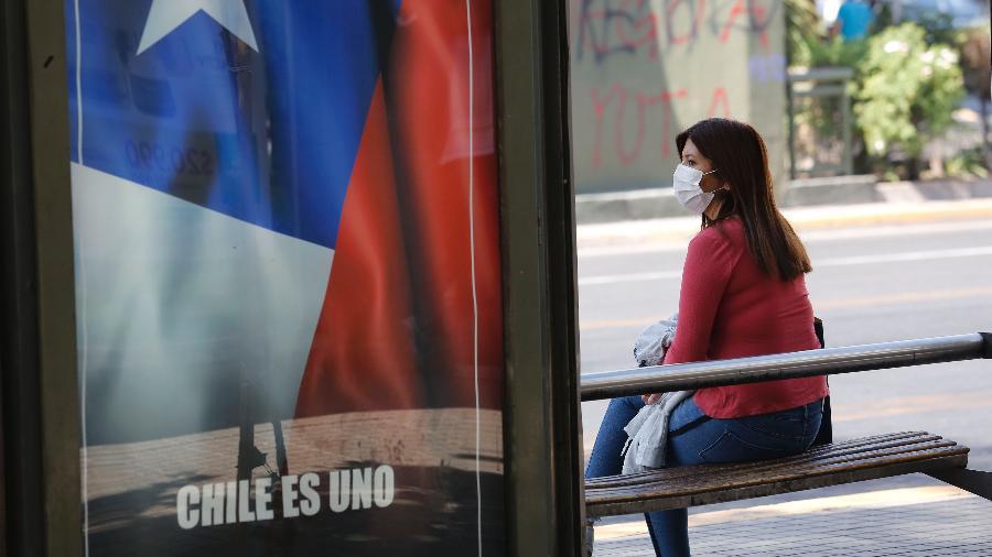 Apesar do encolhimento da economia, o Chile é um dos países que mais tem vacinado a população contra a covid-19 - Marcelo Hernandez/Getty Images