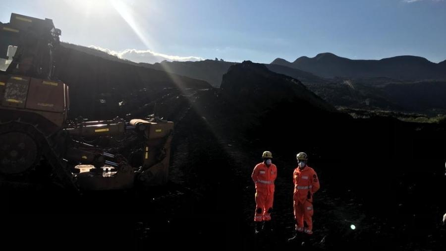 Buscas do Corpo de Bombeiros de Minas Gerais na área afetada pelo rompimento de uma barragem da Vale na cidade de Brumadinho, em Minas Gerais - Por Luciano Costa e Sabrina Valle
