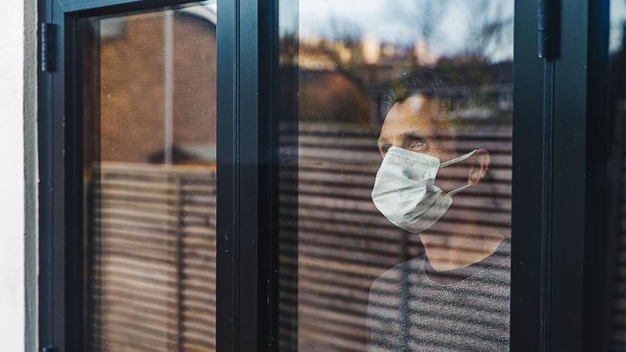 Estratégia considerada mais eficiente para evitar a propagação do coronavírus, isolamento social também tem causado problemas - Getty Images