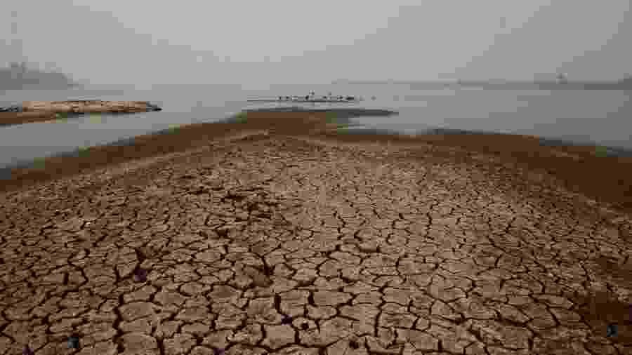 73% das exportações do Paraguai passam pelo rio, único caminho direto do país para o mar - EPA