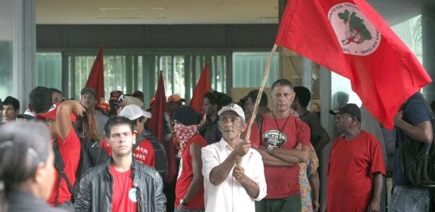 Cerca de 200 Integrantes do Movimento dos Trabalhadores Sem Terra (MST) ocuparam o Ministério da Fazenda, em Brasília, em janeiro
