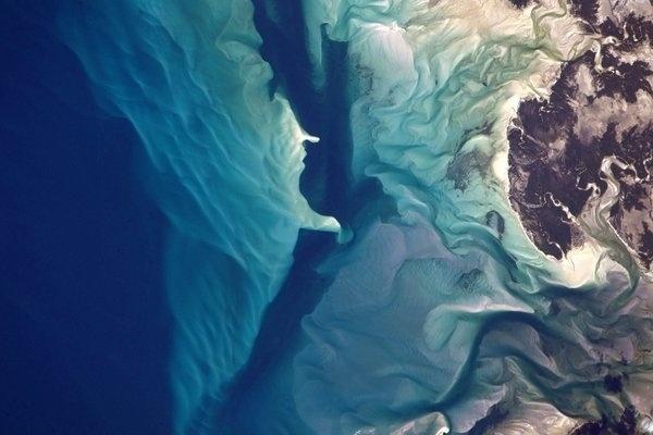 RECIFES DE CORAIS - Foto publicada pelo astronauta norte-americano Jeff Williams mostra recifes de corais na costa de Moçambique, no Oceano Índico