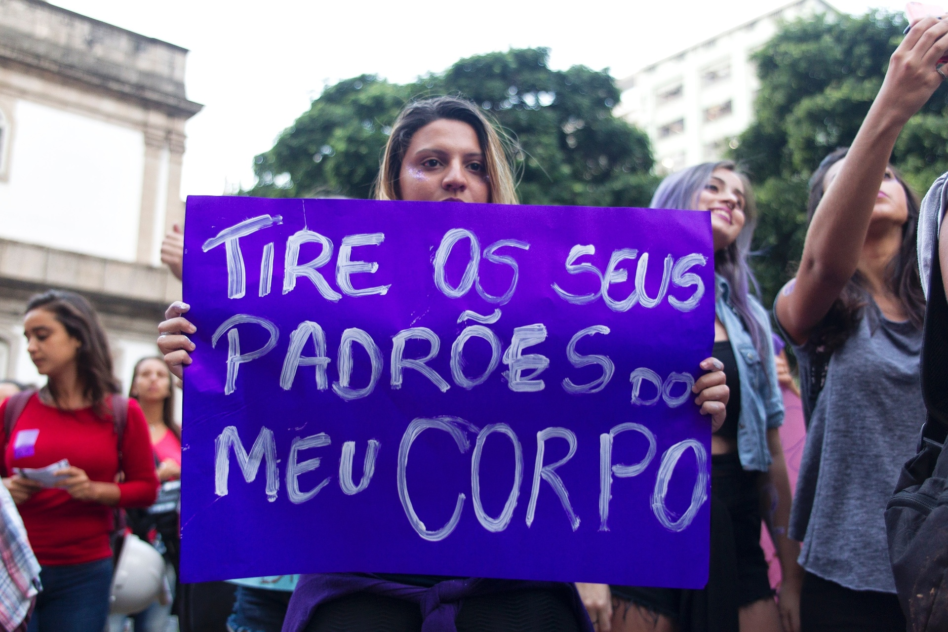 """1º.jun.2016 - Mulheres participam do ato """"Por Todas Elas"""", contra a cultura do estupro e a violência praticada contra as mulheres, na região da Candelária, no centro do Rio de Janeiro"""
