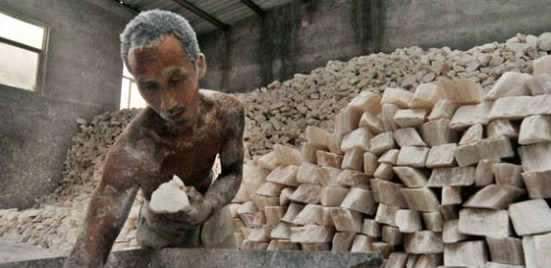 A maior parte das pessoas vítimas da escravidão moderna trabalha em indústrias como agricultura, pesca, construção, confecção têxtil, mineração, serviços e trabalho doméstico.  - OIT/Radio ONU