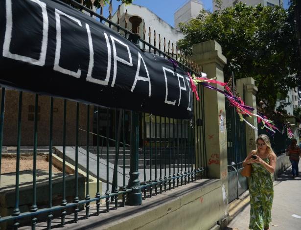 Alunos do Colégio Pedro 2º, da unidade Humaitá, ocupam a escola desde a última segunda (31) em protesto contra as mudanças propostas pelo governo federal