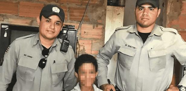"""Soldados deram """"kit"""" a menino que procurava material escolar no lixo em Rio Verde (GO) - Reprodução"""