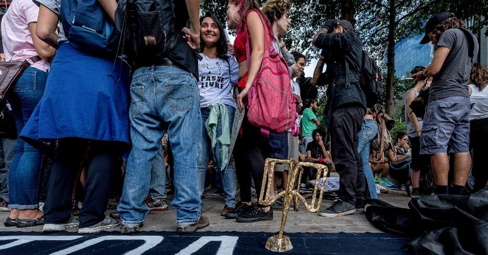 """Manifestantes pretendiam entregar o """"Troféu Catraca"""" ao prefeito João Doria (PSDB) na categoria """"Aumento Inovador"""""""
