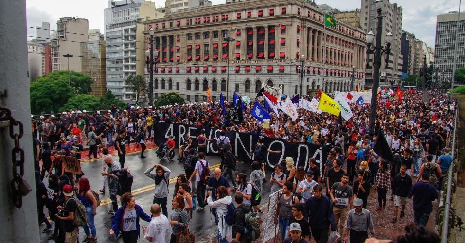 11.jan.2018 - Manifestantes fazem protesto no centro de São Paulo contra o aumento das tarifas de transporte público na capital paulista. Cerca de 10 mil pessoas participaram do ato, segundo estimativa dos organizadores