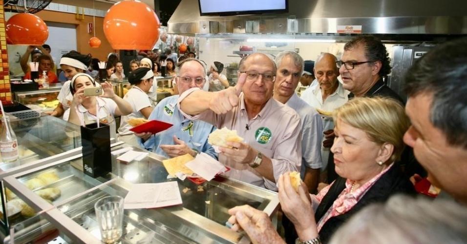 22.set.2018 - O candidato do PSDB, Geraldo Alckmin, cumpriu agenda de campanha ao lado da candidata a vice, Ana Amélia (PP-RS), no interior de São Paulo. Há duas semanas das eleições, o tucano passou pelas cidades de Sorocaba, Piracicaba e Jundiaí