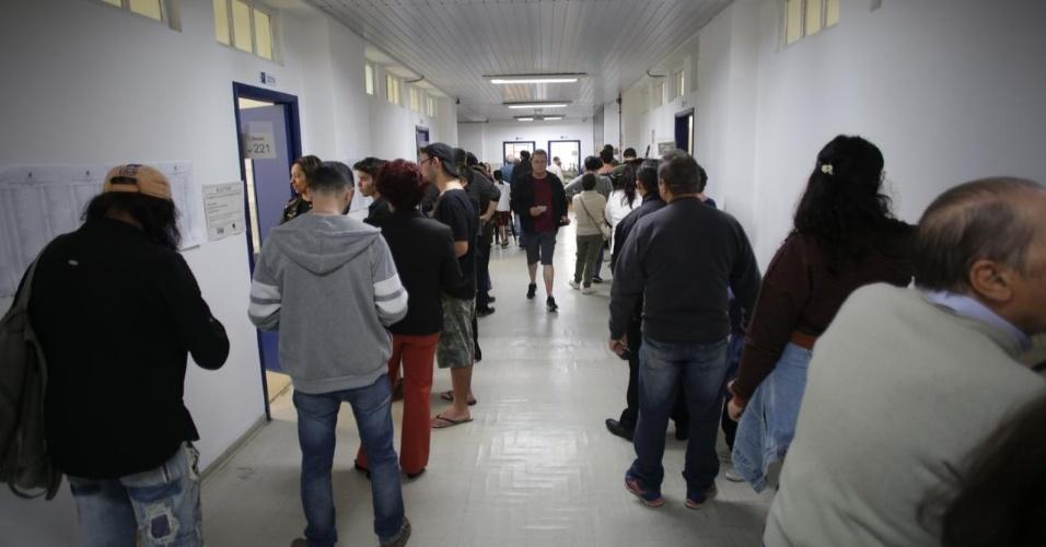Eleitores votam na Faculdade Oswaldo Cruz