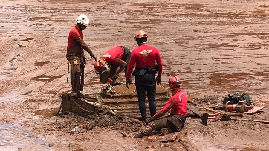 Bombeiros buscam vítimas da tragédia em Brumadinho (MG) - Divulgação