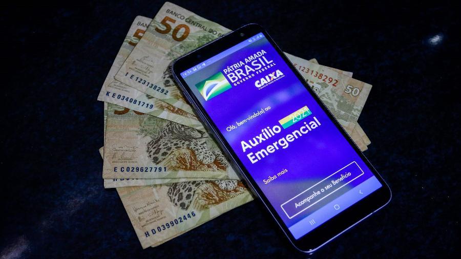 As mensagens de celular, tipo SMS, estão sendo enviadas pelos números 28041 ou 28042 - Eliane Neves/Estadão Conteúdo