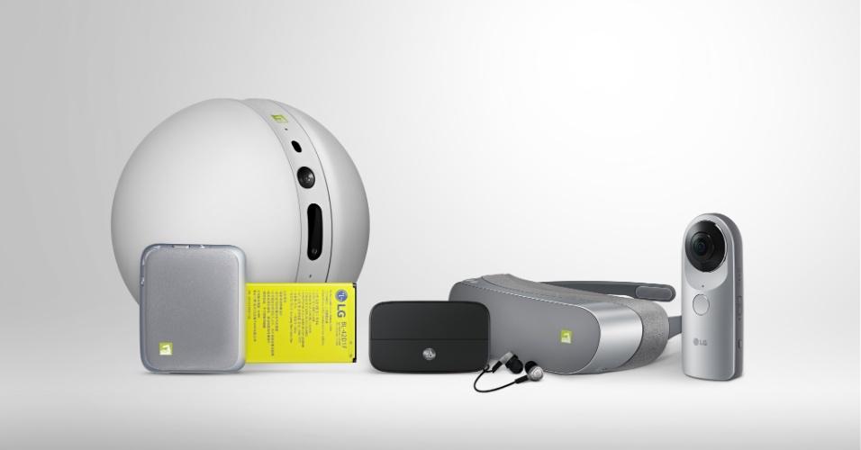 21.fev.2016 - Para usufruir do conceito modular do G5, a LG lançou uma série de acessórios adicionais capazes de transformar o aparelho em uma câmera digital, uma caixa de vídeo e uma câmera capaz de captar imagens em 360º. Também anunciou o LG Rolling Bot, um robozinho rolante similar ao BB-8 de Star Wars, que pode monitorar a casa, brincar com os cães da casa e também servir de controle remoto para controlar aparelhos compatíveis
