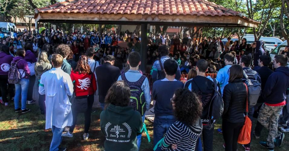 24.mai.2016 - Alunos da Faculdade de Ciências Médicas da Unicamp (Universidade Estadual de Campinas) aderem ao movimento grevista na instituição. Além das greves, a universidade está com o prédio da reitoria ocupado por estudantes desde o dia 11 de maio