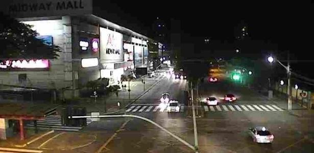 Sob clima de insegurança, as avenidas Salgado Filho e Bernardo Vieira de Melo, em frente ao shopping Miway Mall, tinham poucos carros