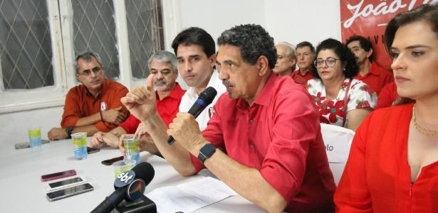 O ex-prefeito João Paulo (PT) concede entrevista após perder a disputa no Recife