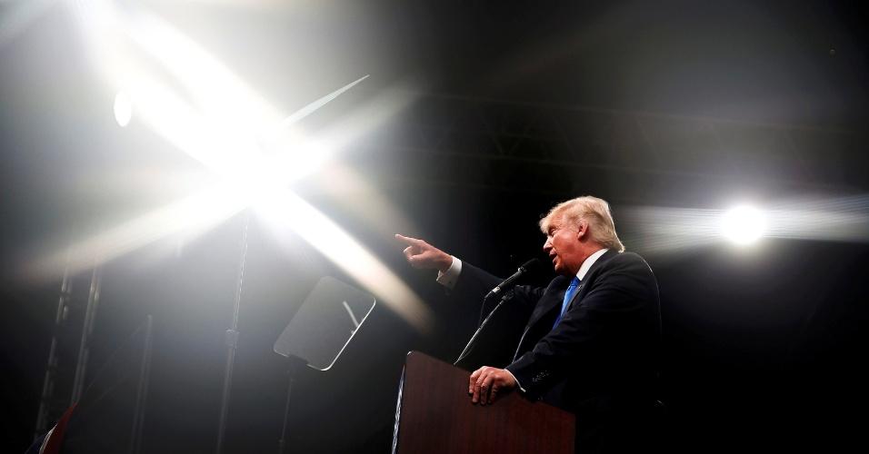 4.nov.2016 - O candidato republicano à presidência dos EUA, Donald Trump, discursa durante evento de campanha em Selma, na Carolina do Norte