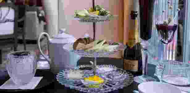 Serviço de chá da tarde com champanhe e caviar no hotel Baccarat, em Nova York - Kathy YL Chan/Bloomberg
