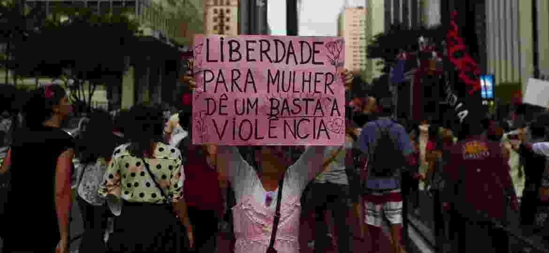 Manifestantes também realizaram protesto na Avenida Paulista, em São Paulo, pelos direitos das mulheres em 2017 - Adriano Vizoni/Folhapress