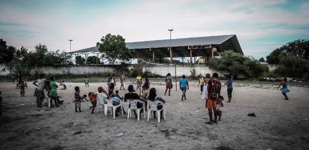 O Centro de Referência ao Imigrante (CRI), de Roraima, recebe refugiados em ginásio improvisado na periferia de Boa Vista