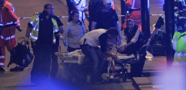 3.jun.2017 - Equipes de resgate socorrem vítimas de ataque terrorista em Londres