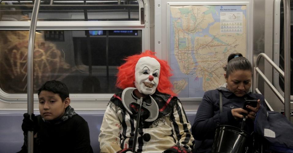 31.out.2017 - Festa de Halloween acontece em Nova York mesmo depois do atentado terrorista desta terça (31), que matou oito pessoas e feriu onze