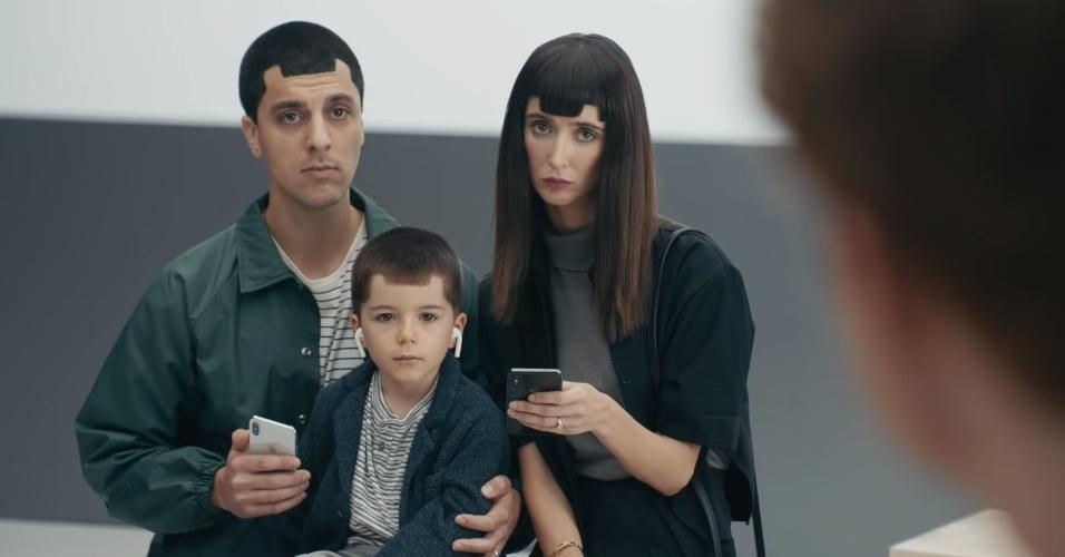 Entalhe até no cabelo! Samsung ridiculariza fãs do iPhone X em novo anúncio