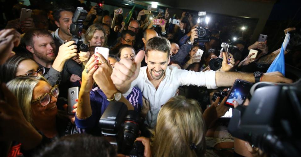 Governador eleito no Rio Grande do Sul, Eduardo Leite (PSDB) comemora vitória. Aos 33 anos, o tucano tornou-se o terceiro governador mais jovem da história do país