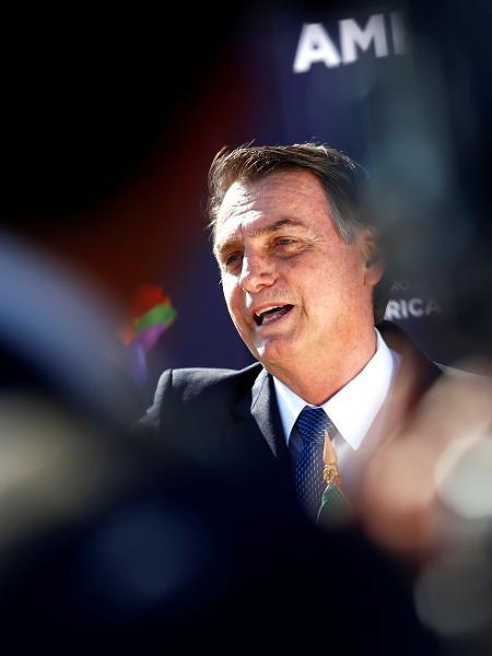 21.mar.2019 - O presidente Jair Bolsonaro no aeroporto Arturo Merino Benitez, em Santiago - Esteban Garay/Reuters
