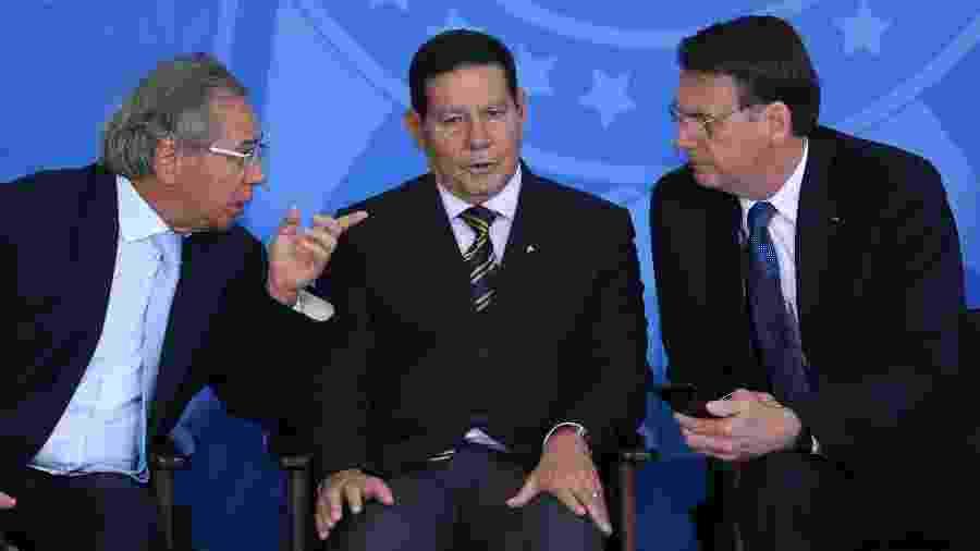 Jair Bolsonaro, General Hamilton Mourão e Paulo Guedes durante evento em junho de 2019 - Andre Coelho/Folhapress