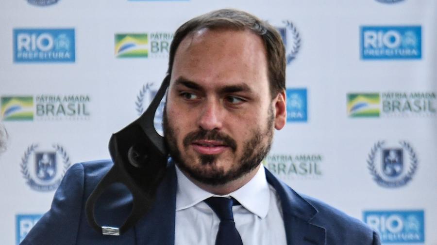 O vereador Carlos Bolsonaro (Republicanos) confundiu discussão sobre proteção de dados com identidade de gênero - Alexandre Neto/Photopress/Estadão Conteúdo