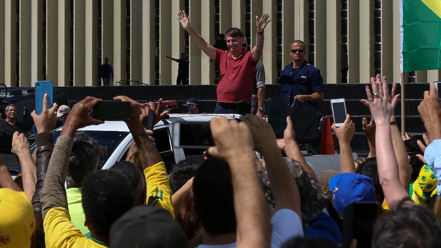 Bolsonaro em ato pró-intervenção militar e contra o Congresso e o STF em 19 de abril em frente ao QG do Exército -  Pedro Ladeira/Folhapress