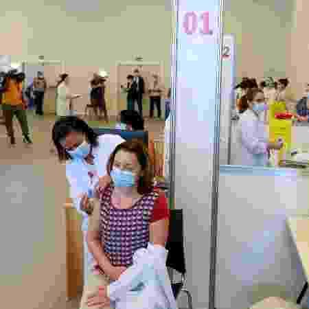 Profissionais de saúde do Hospital das Clínicas de SP são vacinados com a vacina CoronaVac no Centro de Convenções Rebouças, em São Paulo - Marcelo Justo/UOL - Marcelo Justo/UOL