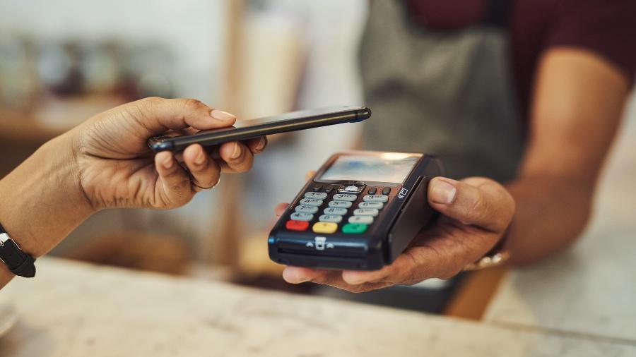As máquinas que aceitam pagamentos por aproximação são cada vez mais comuns, aproveite - mapodile/Getty Images