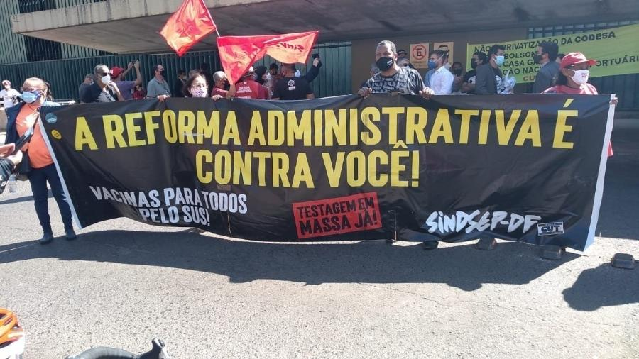Manifestantes fazem ato contra reformas do governo em frente à Esplanada dos Ministérios, em Brasília - Itamar Firmino/CNTTL/CUT