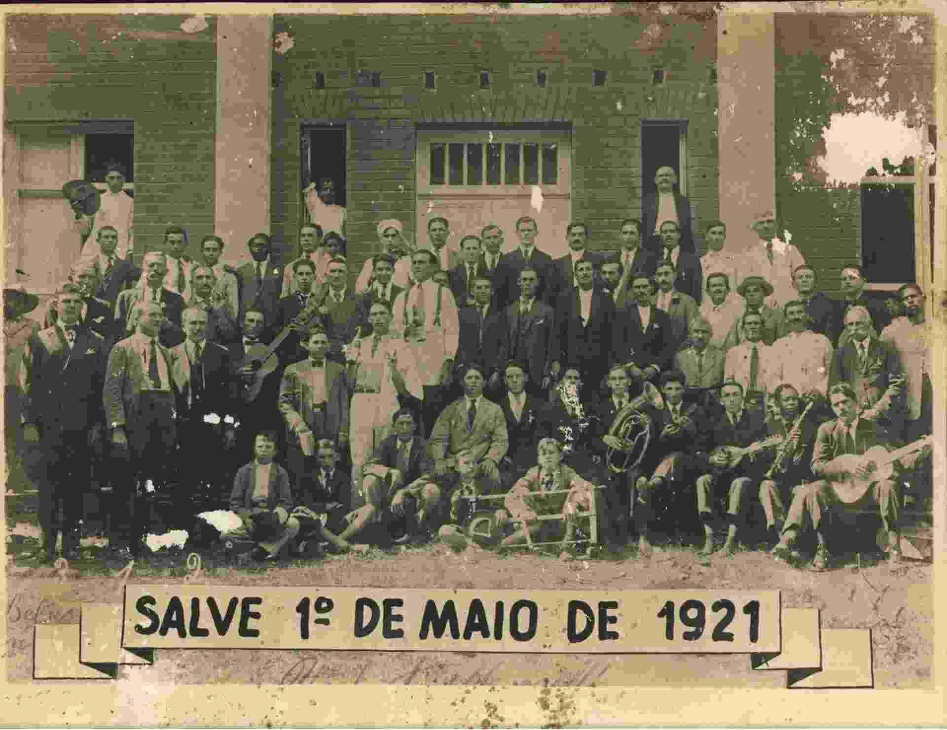 """Operários na faculdade em Araraquara, que depois faria parte da Unesp (Universidade Estadual Paulista """"Júlio de Mesquita Filho"""") - Divulgação"""