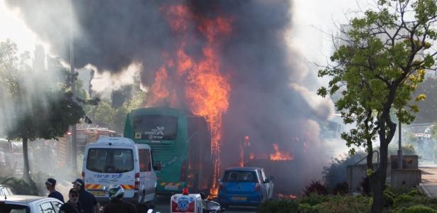A explosão de um ônibus em Jerusalém, Israel, deixou ao menos 20 feridos. Segundo a polícia, uma bomba foi detonada na parte traseira do veículo