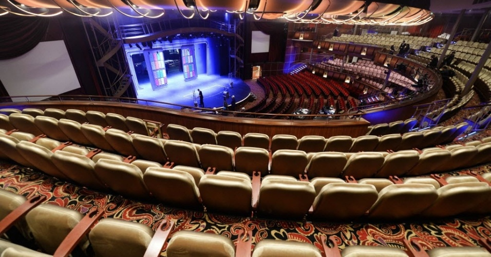 """12.mai.2016 - Teatro do """"Harmony of the Seas"""", o maior navio de cruzeiro do mundo. Esse é o terceiro navio da família Oasis da Royal Caribbean e necessitou de 32 meses de trabalho após o início de sua construção em setembro de 2013. Foram investidos 1 bilhão de euros na sua estrutura"""