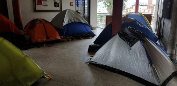 Universitários ocupam prédio da PUC-MG (Pontifícia Universidade Católica de Minas Gerais)