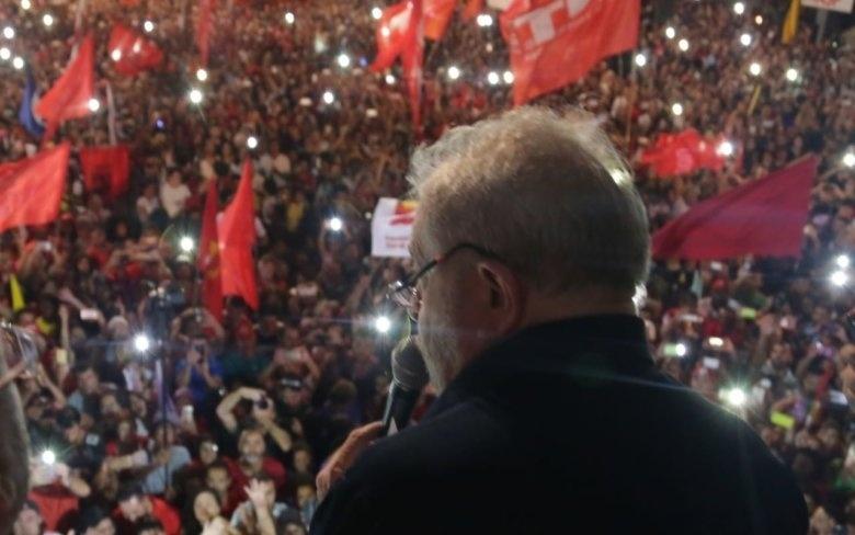 Em ato contra a reforma da Previdência, Lula discursa para multidão na Avenida Paulista