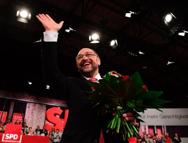 O candidato social-democrata à Chancelaria alemã, Martin Schultz, reage ao ser eleito líder do partido SPD, em Berlim