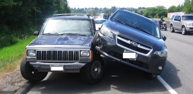 Briga no trânsito começou com ultrapassagem irregular e terminou mal para motoristas