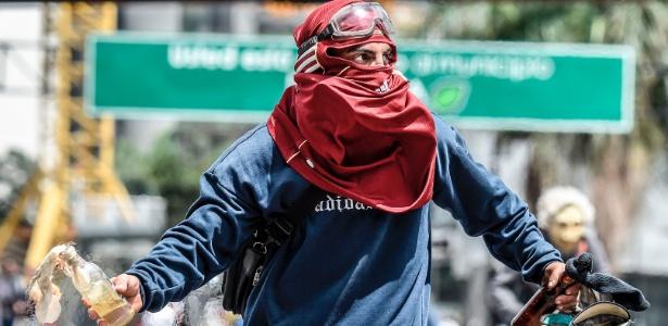 10.jul.2017 - Manifestante opositor em protesto em Caracas, Venezuela