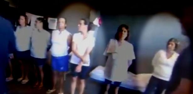 27.nov.2017 - A ex-primeira dama do Rio de Janeiro Adriana Ancelmo (à esquerda) e ex-governadora do Estado Rosinha Garotinho (à direita) dividem cela na Cadeia Pública Frederico Marques, em Benfica