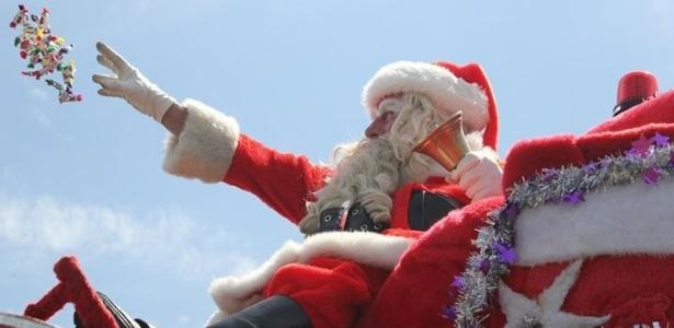 Papai Noel voluntário teve que fugir de um grupo de crianças que o atacou com pedras