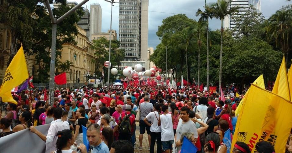 24.jan.2018 - Manifestante pró-Lula concentrados na Praça da República
