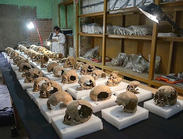 A equipe de arqueólogos do INAH recuperou cerca de 180 crânios intactos - Hector Montaño/INAH/Divulgação